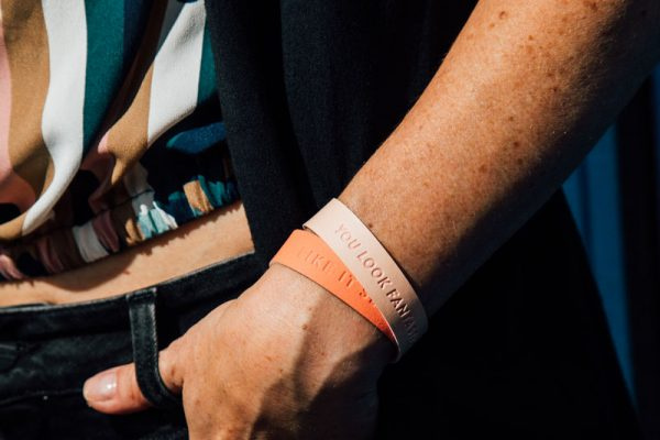 Rosé colored wristbands with a message